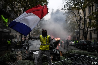 أحد متظاهري حراك السترات الصفراء في العاصمة الفرنسية باريس - أرشيف