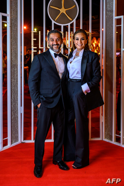 الممثلة التونسية هند صبري مع زوجها أحمد الشريف أثناء حضورهما حفل اختتام الدورة الثالثة من مهرجان الجونة السينمائي