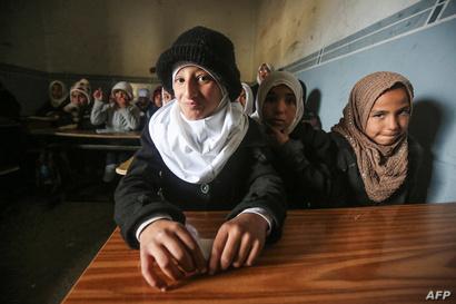 """فضلت معظم الأسر منع أبنائها من الذهاب إلى المدارس خشية من """"غسيل الدماغ"""" الذي كان يقوم به داعش مع الطلبة"""