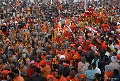 حشود من المشاركين في المهرجان