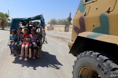 أطفال نازحون في حي السباهية غرب الرقة