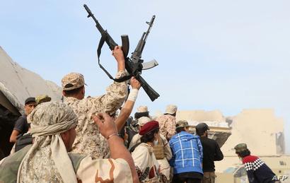 مقاتلو القوات الليبية في سرت