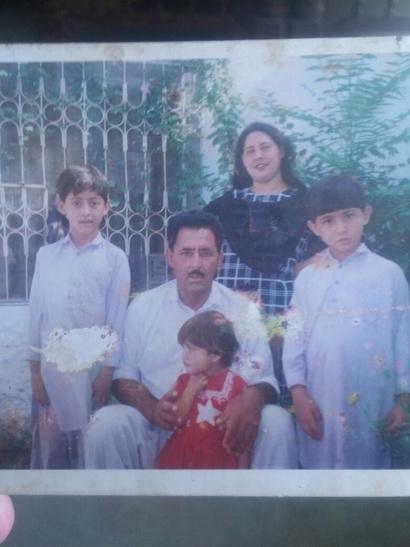 صورة عائلية لمشعل خان (يمين) -المصدر: صوت أميركا