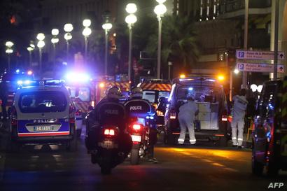 قوات الأمن الفرنسية في مكان الاعتداء بمدينة نيس