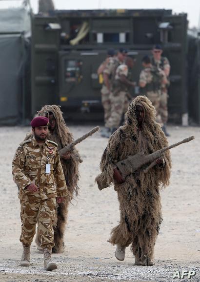 جنود قطريون أثناء عملية مناورة عسكرية