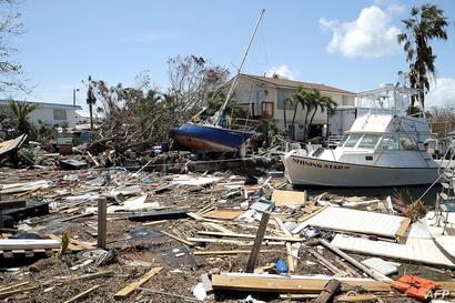 منازل وقوارب تضررت من الأمطار والرياح الشديدة