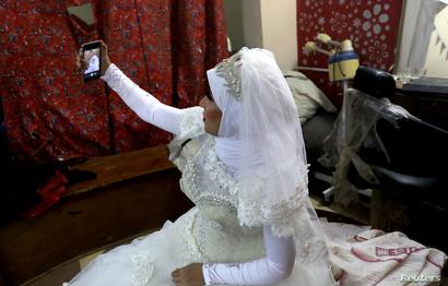 تتمنى نادية أن لا تواجه طفلتها في المستقبل ضغوطا من أجل الزواج