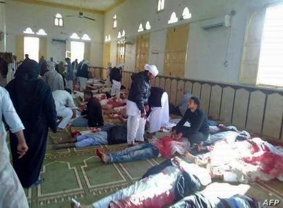 جثث القتلى داخل مسجد الروضة في سيناء