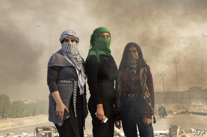 شاركت النساء العراقيات بفعالية في الاحتجاجات المناهضة للحكومة على الرغم من تعرضهن للمضايقات من قبل السلطات والميليشيات الموالية لإيران