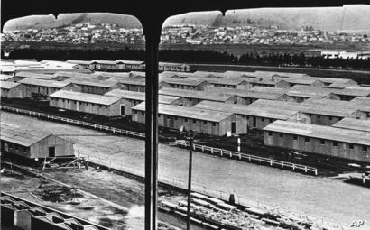 جانب من مخيم لاحتجاز اليابانيين في تانفوران بكاليفورنيا