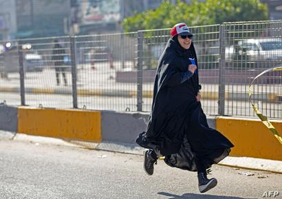 شابة عراقية تشارك في ماراثون دعما للتظاهرات الرافضة للحكومة