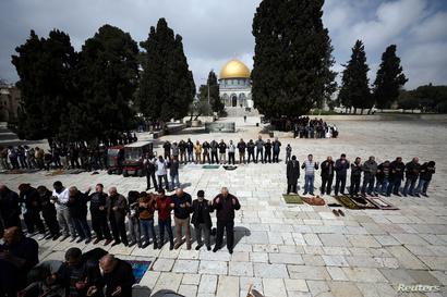 الصلاة ستكون في ساحات المسجد الأقصى وليس داخله حيث أغلق بسبب فيروس كورونا المستجد- الصورة بتاريخ 15 مارس 2020