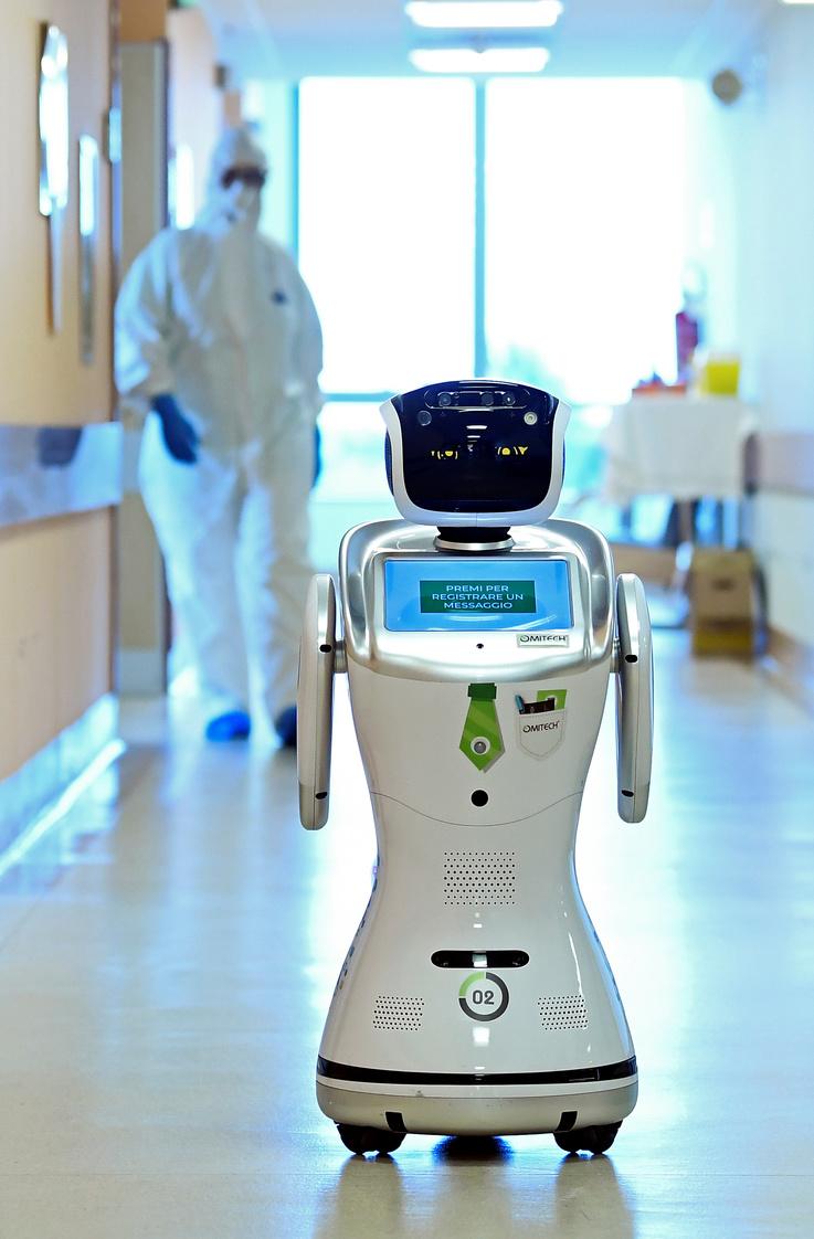 الروبوتات في حجم الطفل الصغير