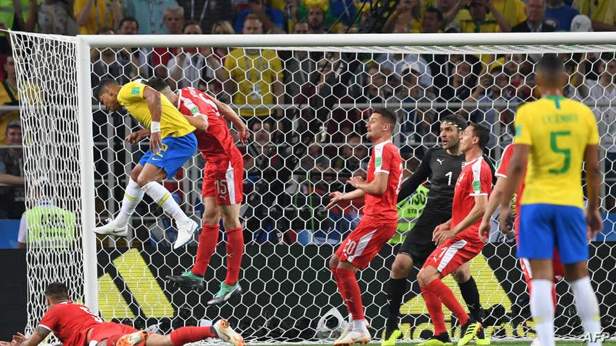 تياغو سيلفا أثناء تسجيله هدف البرازيل الثاني