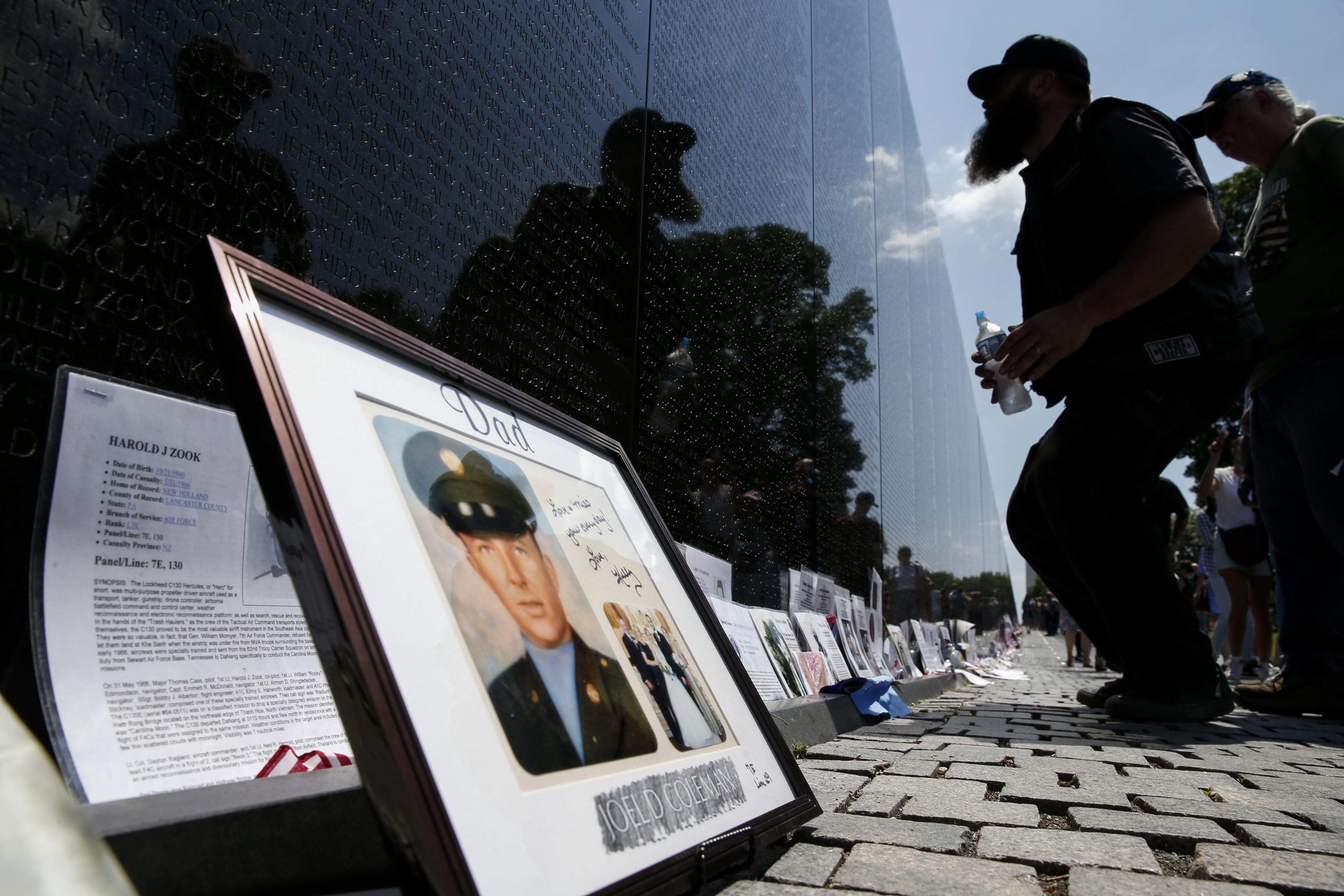 حائط في العاصمة واشنطن يوثق ذكرى من قضوا في حرب فيتنام