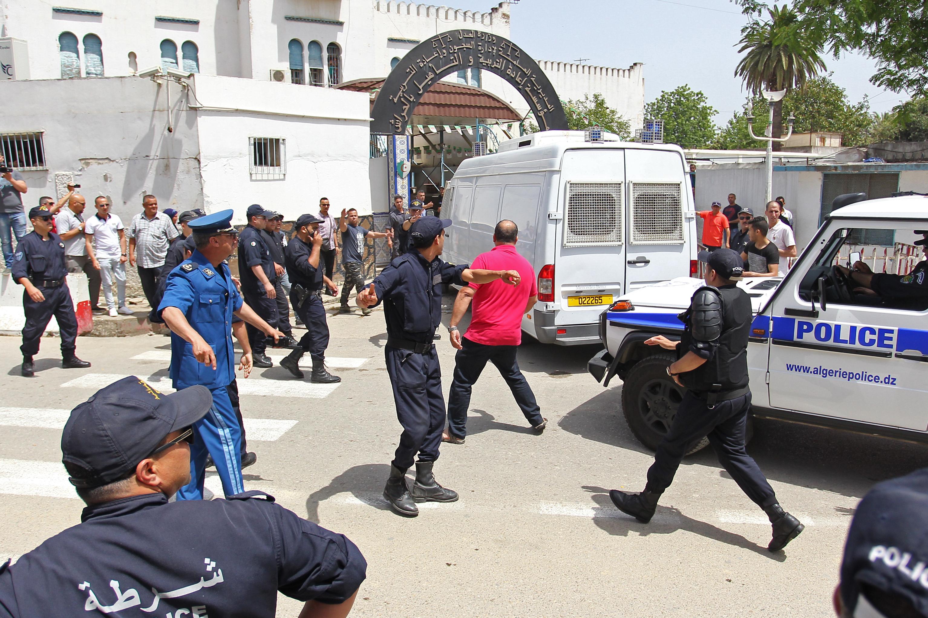وصول الوزير الأول الجزائري السابق عبد المالك سلال إلى سجن الحراش - أرشيف
