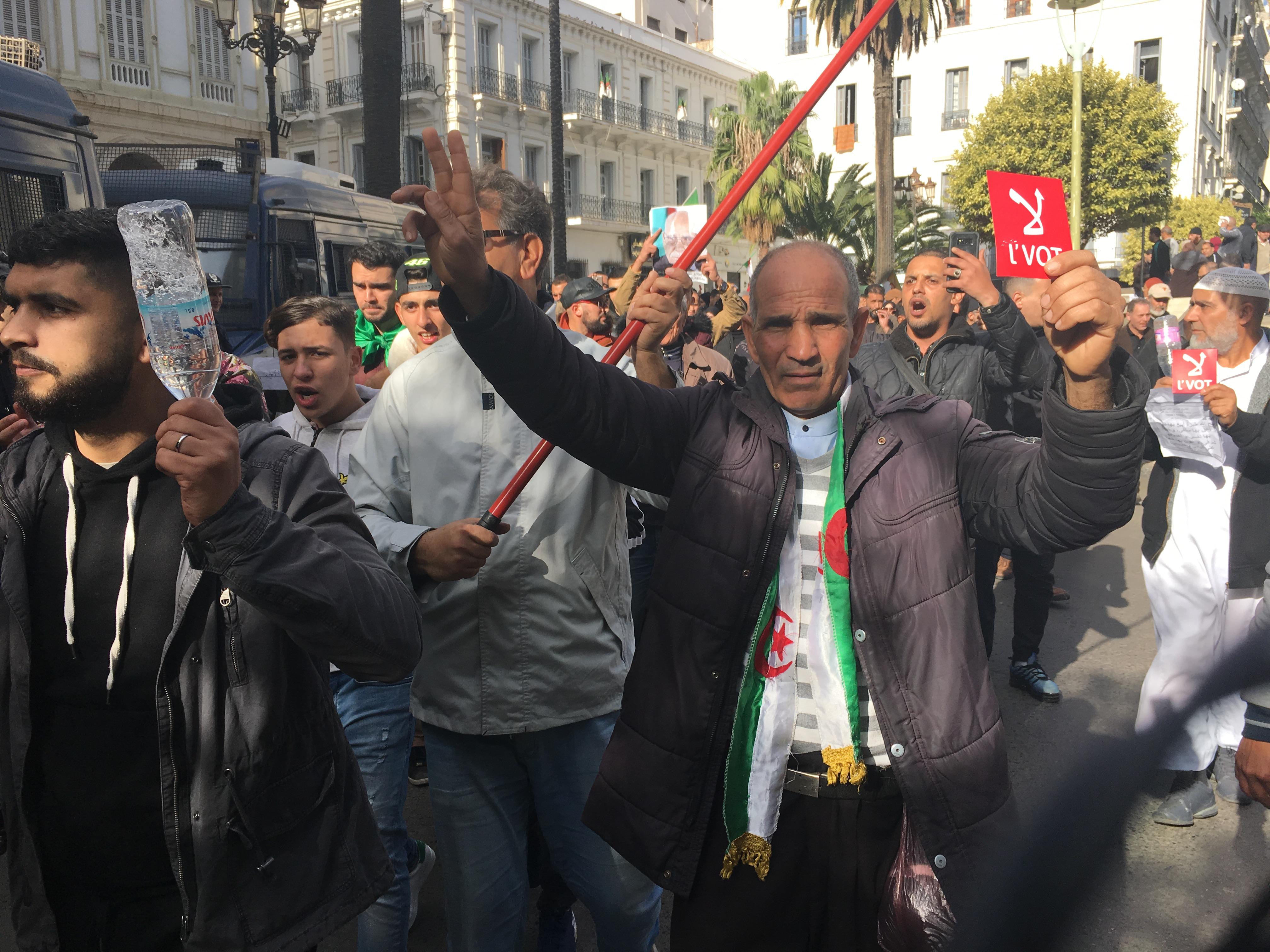من احتجاج جزائريين ضد الرئاسيات