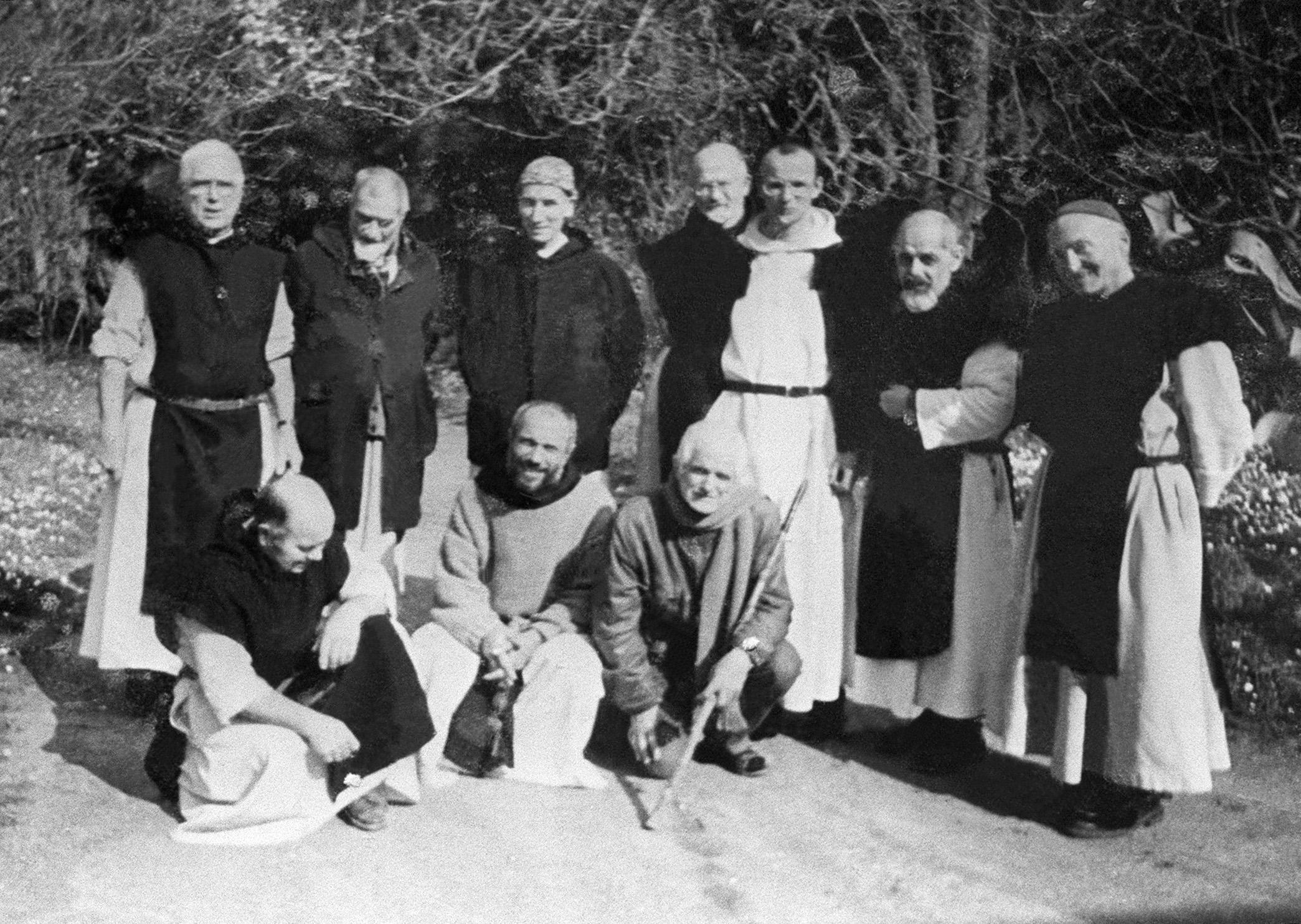 صورة لرهبان تيبحيرين الذين قتل المتطرفون سبعة منهم (أرشيف)