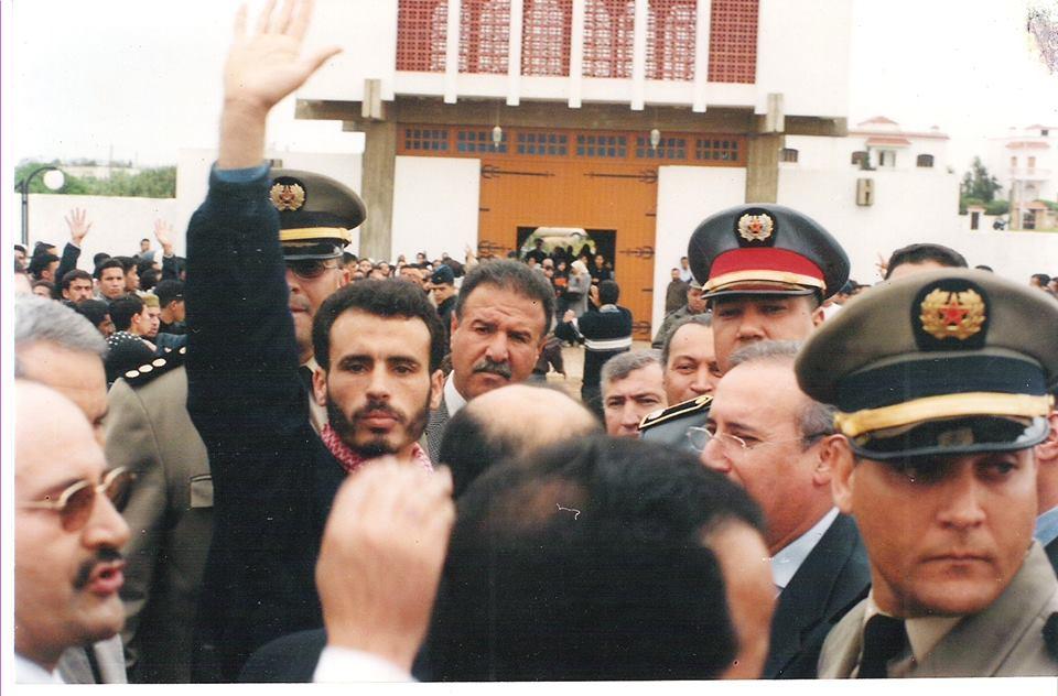 سعيد بنجبلي (رافعا يديه) في المرحلة الجامعية عندما كان عضوا نشيطا في التيار الإسلامي