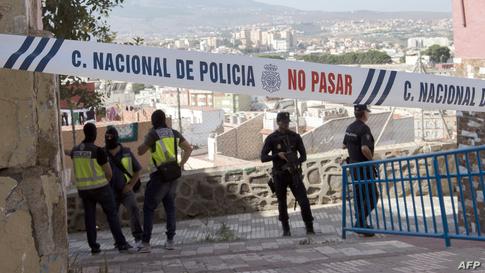 حضور أفراد الشرطة الإسبانية وسط مدينة مليلية واضح بسبب مخاوف تدفق مهاجرين.