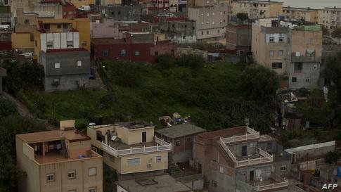 مدينة سبتة من علٍ، حيث يظهر أن طريق بناء دورها تشبه الطريقة المعتمدة في المغرب.