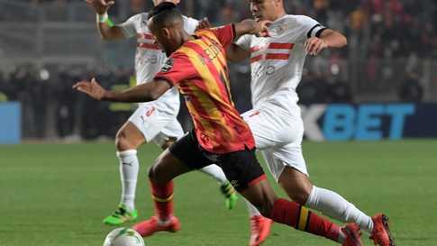 Esperance's forward Hamdou Elhouni (C) dribbles the ball past Zamalek's midfielder Tarek Hamed (L, behind) and defender Hazem…