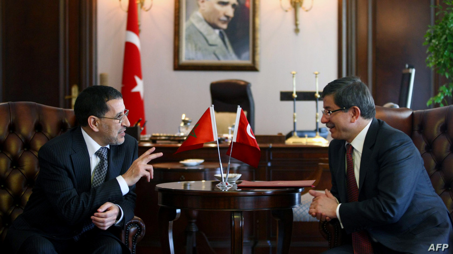 رئيس الحكومة المغربية سعد الدين العثماني إلى جانب وزير الخارجية التركي السابق أحمد داوود أوغلو -أرشيف