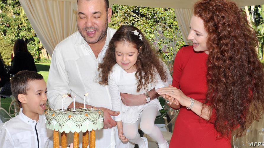 الملك محمد السادس والأميرة سلمى رفقة ابنيهما (أرشيف)