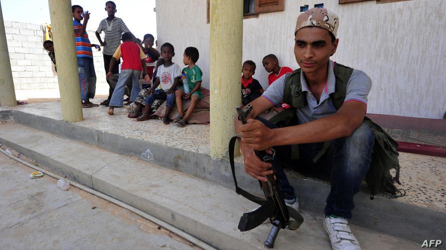فتيان نازحون من مدينة تاورغاء الليبية - أرشيف