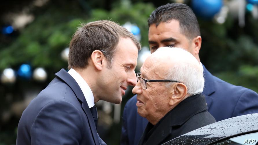 الرئيس الفرنسي إيمانويل ماكرون يستقبل الباجي قائد السبسي في باريس (ديسمبر 2017)