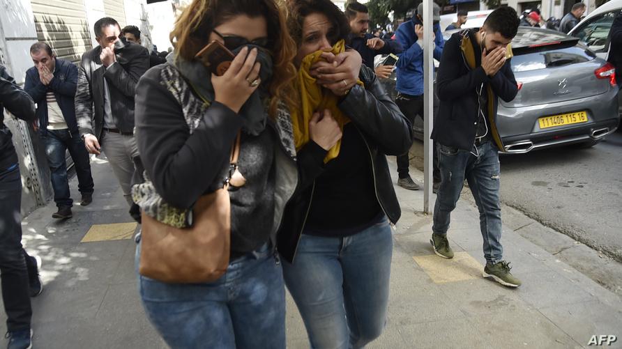 الشرطة استعملت الغاز المسيل للدموع لتفريق المتظاهرين