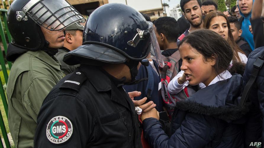 احتجاجات تلاميذ ضد الساعة الإضافية في العاصمة الرباط اليوم الإثنين