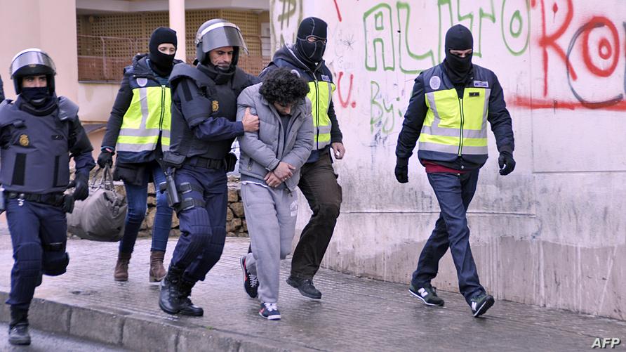 الشرطة الإسبانية تعتقل متهما ضمن خلية إرهابية تجند الشباب في داعش