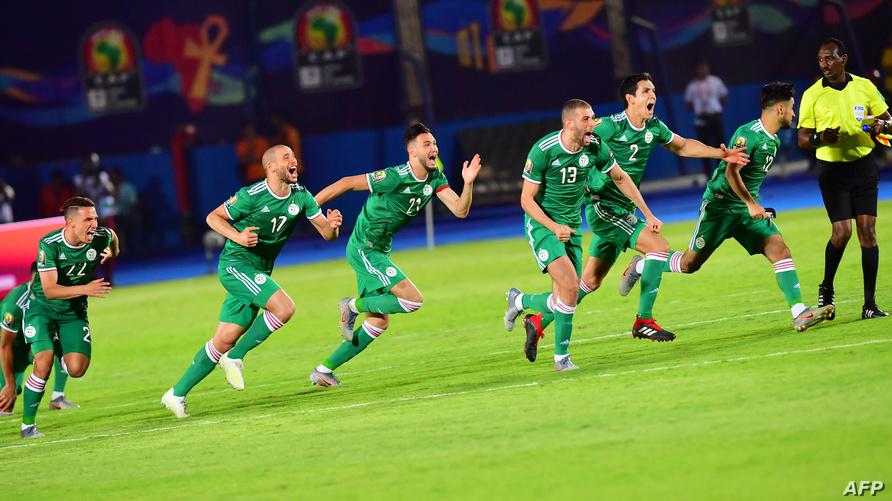 فرحة المنتخب الجزائري بعد التأهل إلى الدور ربع النهائي