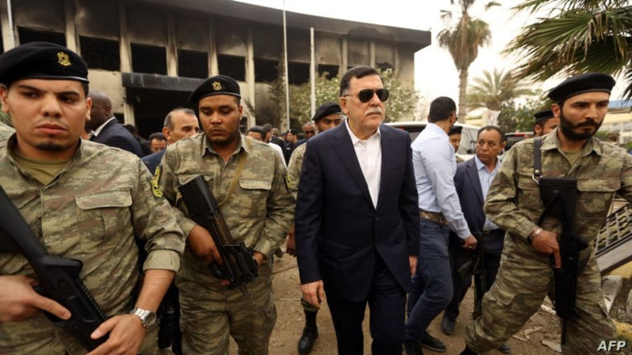 رئيس حكومة الوفاق فايز السراج يزور مقر مفوضية الانتخابات بعد التفجير