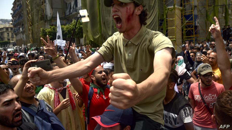 الجزائر.. الطلبة يحتجون