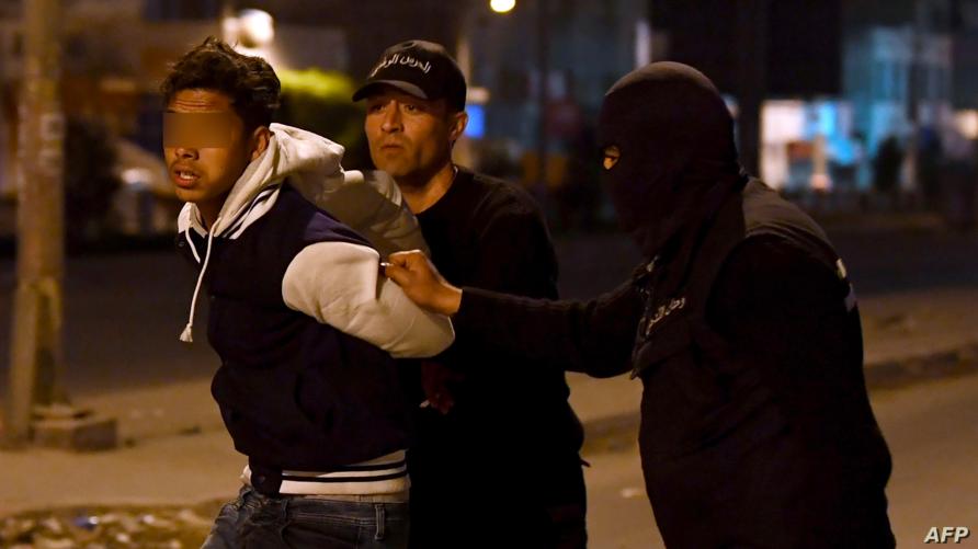 الشرطة التونسية توقف أحد المحتجين