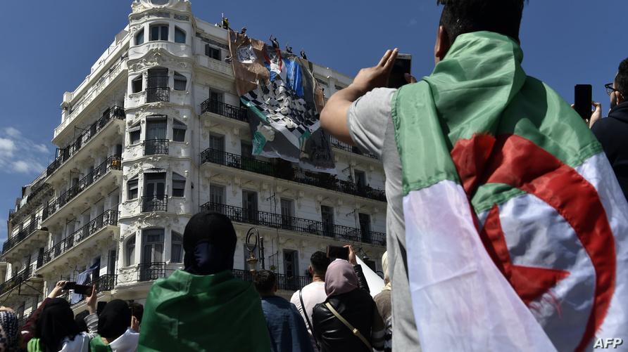 طلبة جزائريون في مسيرة اليوم بالعاصمة