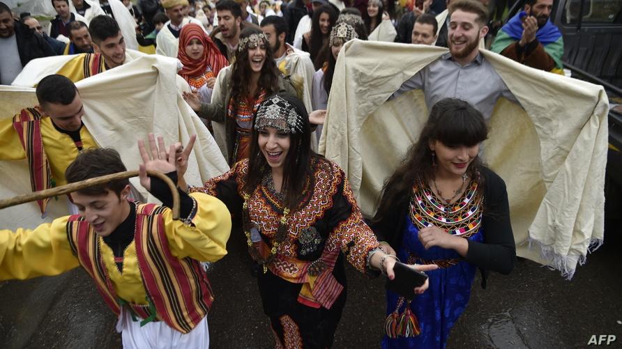 جزائريون أمازيع يحتفلون بينّاير، رأس السنة الأمازيغية - أرشيف