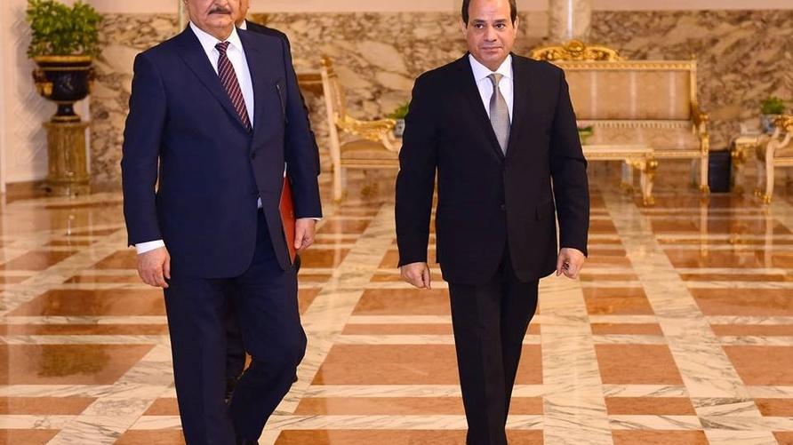 صورة وزعتها رئاسة الجمهورية المصرية للقاء السيسي وحفتر