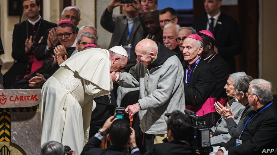 البابا فرانسيس يحيي الراهب شوماخر