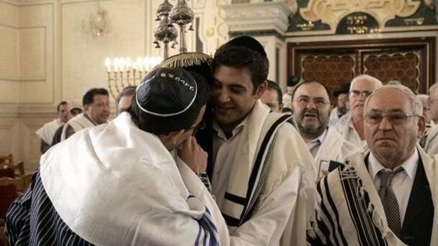 يعيش معظم اليهود المغاربة في المدن الكبرى، كالدار البيضاء والرباط وفاس