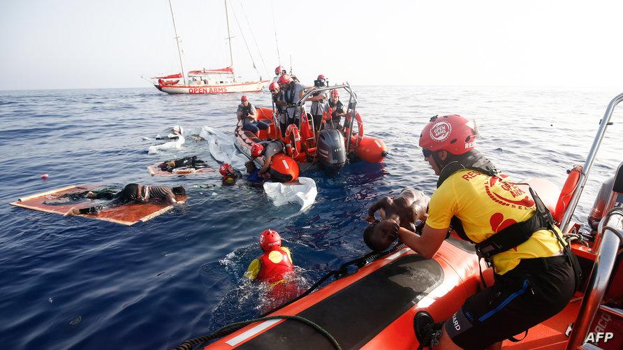 أثناء محاولة إنقاذ مهاجرين غير نظاميين قبالة سواحل ليبيا (17 يوليو 2018)