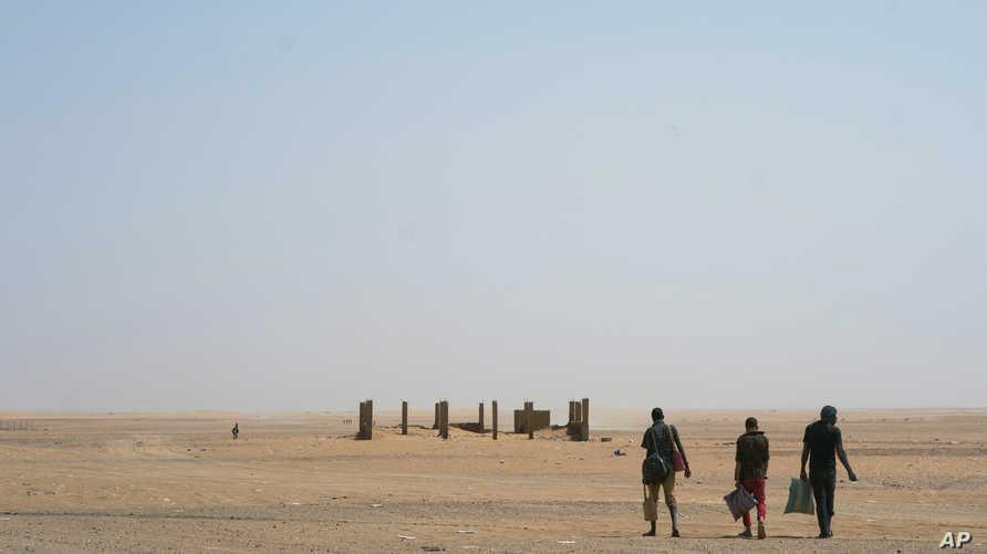 مهاجرون وسط صحراء الجزائر