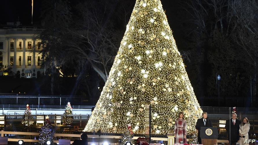 شجرة عيد الميلاد التي أضاءها الرئيس ترامب في واشنطن