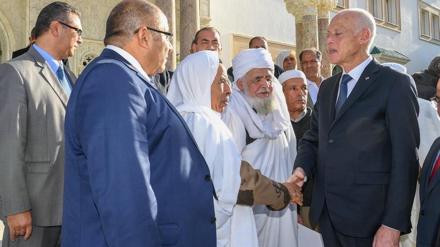 خلال لقاء الرئيس التونسي مع ممثلي قبائل ليبية