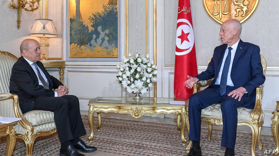 وزير الخارجية الفرنسي جان إيف لودريان رفقة الرئيس التونسي قيس سعيد