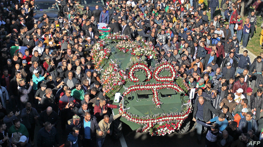 جانب من جنازة رئيس أركان الجيش الراحل قايد صالح بالجزائر