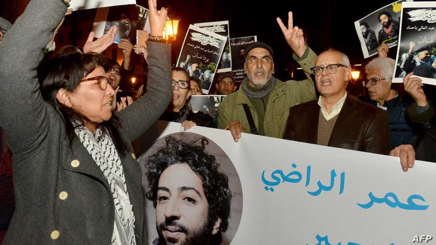 جانب من مظاهرة أمام البرلمان في الرباط احتجاجا على توقيف عمر الراضي