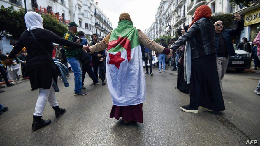 طلبة جزائريون يواصلون الاحتجاج منذ شهور